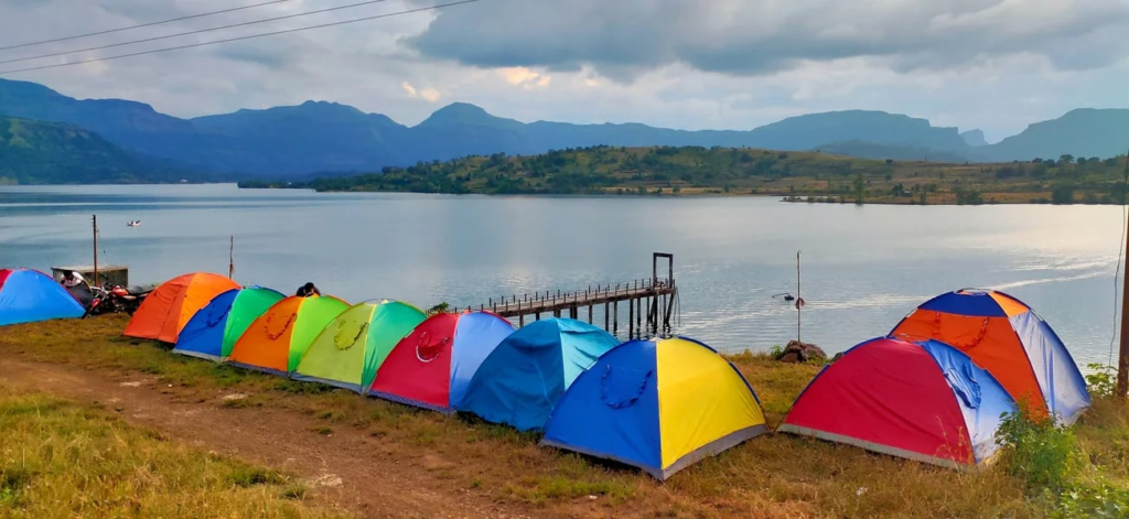 Bhandardara is a cool, sedate hill station in the Sahyadri region of Maharashtra. The untouched destination has breathtaking scenery, luxury green clothing, faultless hills,